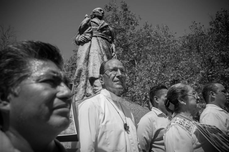 El Sacerdote Alejandro Solalinde lanza 'Grito Migrante' en el Parque de Mexico en Los Angeles.